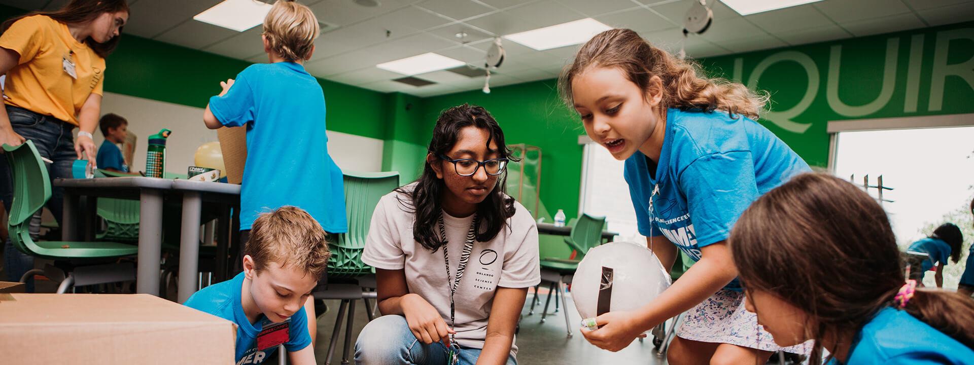 teenagers-volunteering-orlando-education-kids
