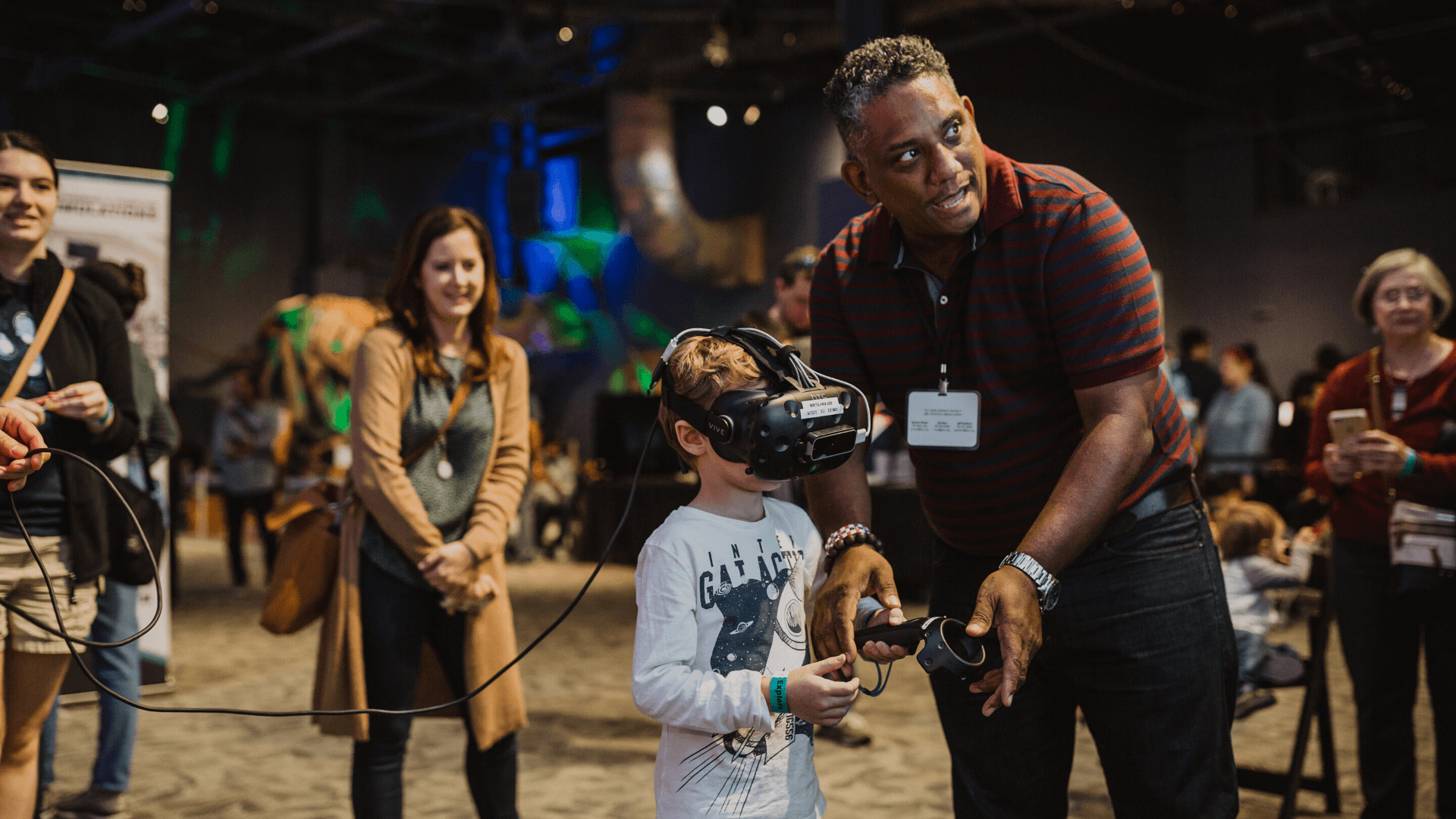 Otronicon attendees using virtual reality