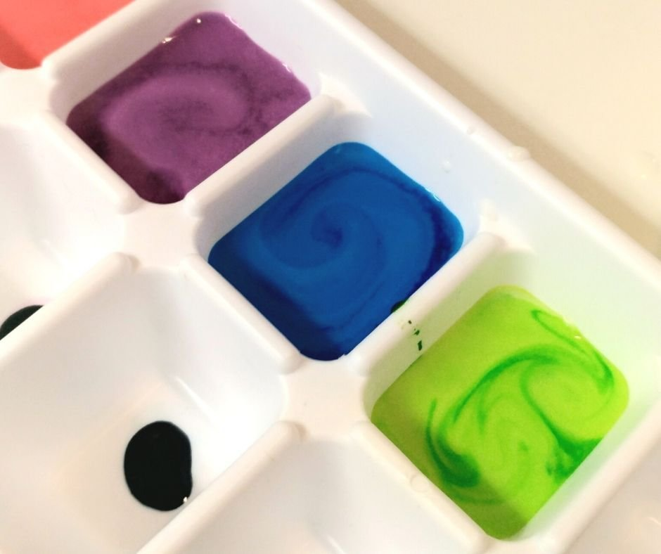 ice-cube-tray-for-diy-ice-chalk-project