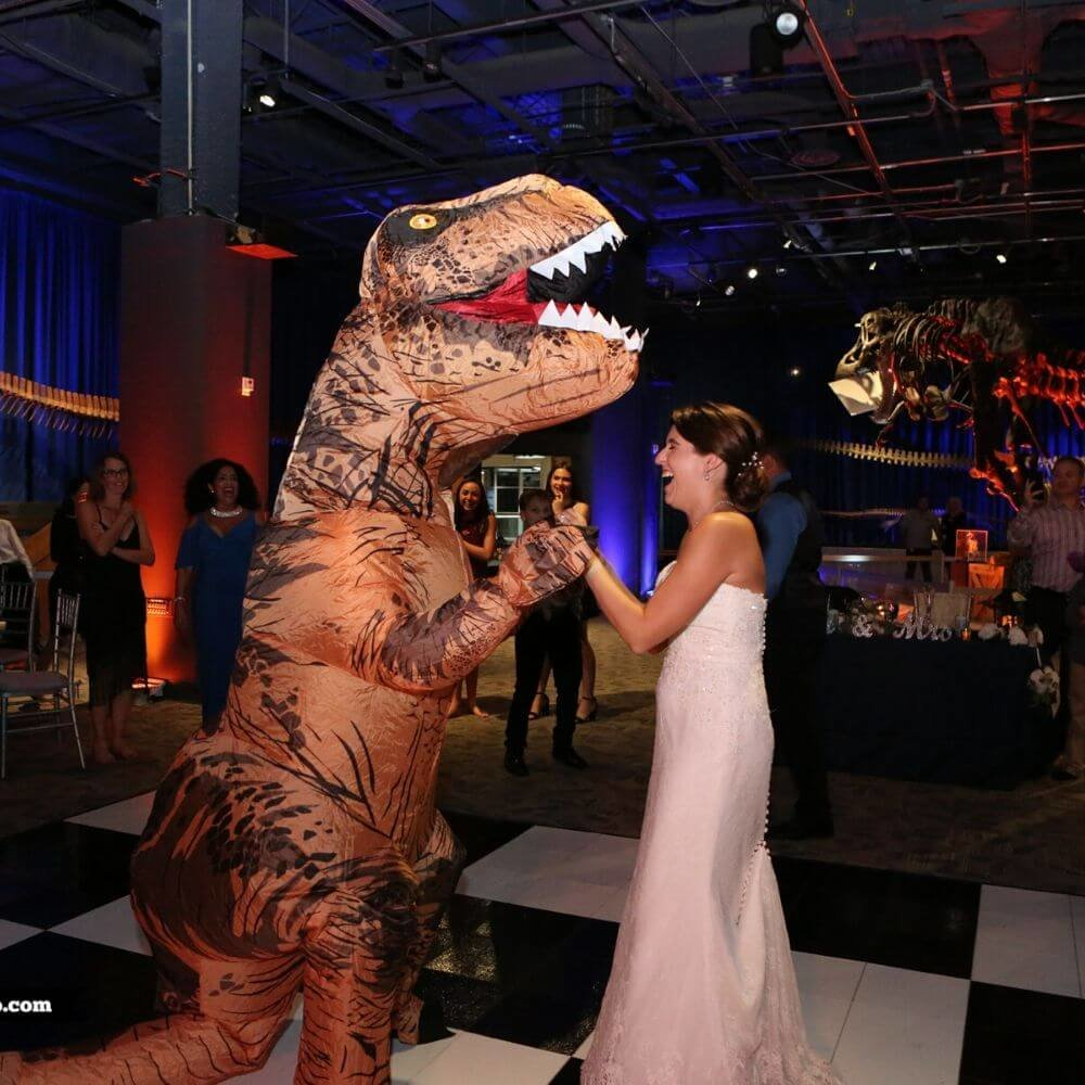 dinosaur wedding- dinosaur dancing