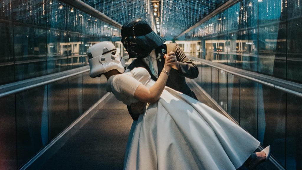 Wedding-couple-on-OSC-bridge